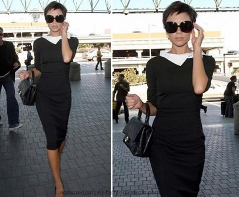 Виктория Бекхем в черном платье с белым воротничком